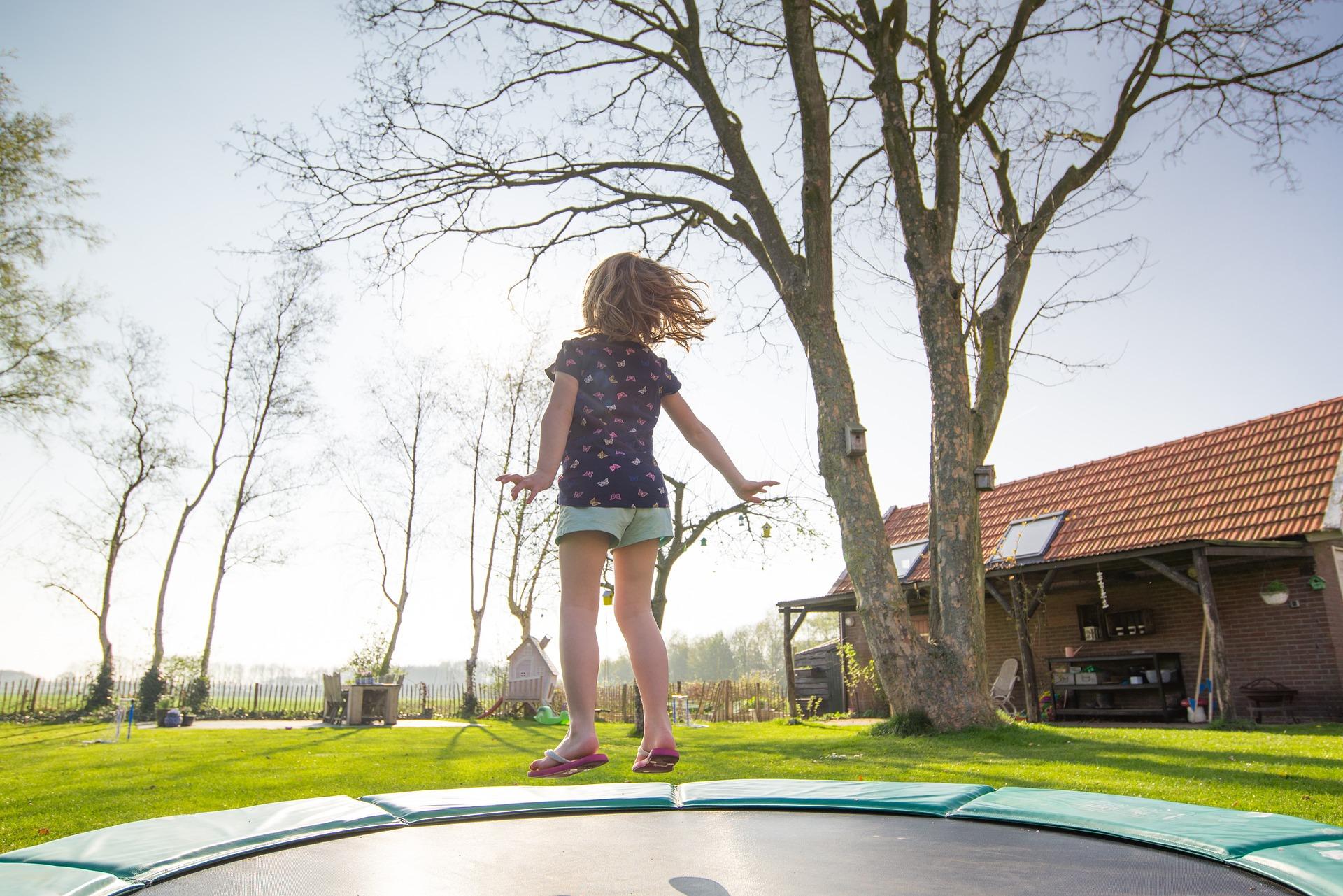 Zábavně si zacvičte na trampolíně